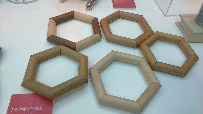 多功能益智雕塑,每個環上有磁鐵,可任意把玩