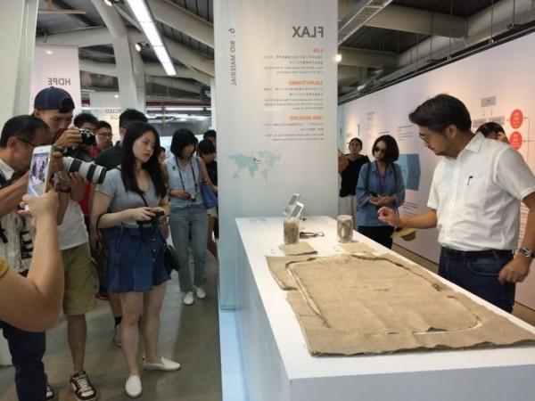 臺灣設計展開展首日雖遇國慶連假補班,但各展館仍湧大批人潮爭相進入參觀